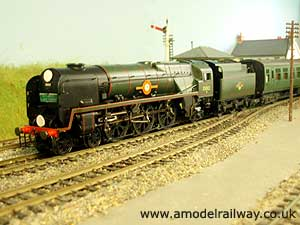 bulleid merchant navy locomotive